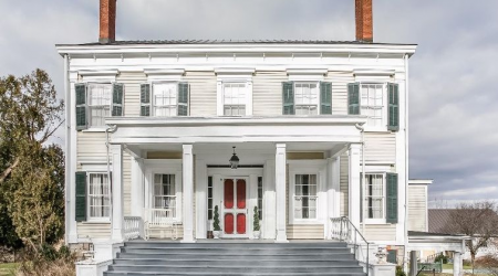 Renovated Historic Mansion -Warwick