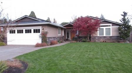 Beautiful 4-bed Home near Portland